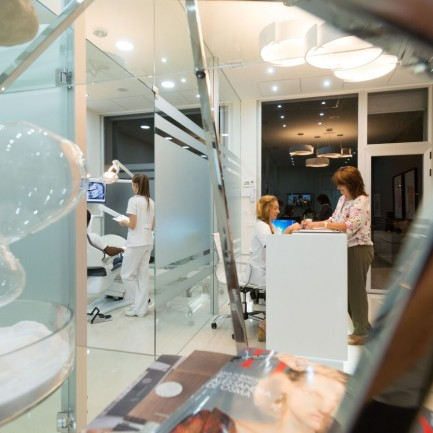 dentista algeciras - recepcion noche